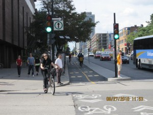 Rutgers | Cycling to work in 90 large American cities: new evidence on the role of bike paths and lanes